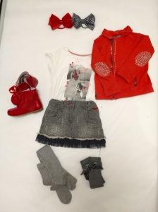 Camiseta: Zara Falda y chaqueta:  Botas: Mercadillo Leotardos y Calcetas: Cóndor Lazos :