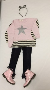 Camiseta, Pantalon: Zara Jersey y Diadema: Mango Botas: